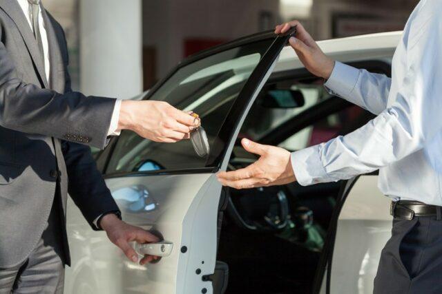 Por que é uma boa ideia manter um site para revendedoras de carros? Foto/Reprodução: KatarzynaBialasiewicz no iStock
