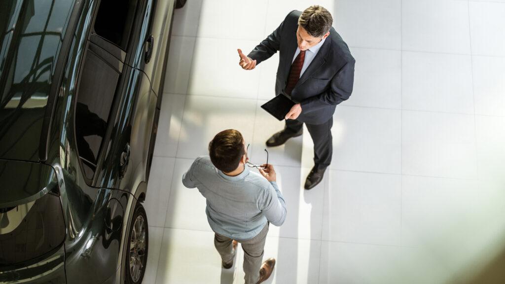 Descubra como melhorar a estratégia da sua revendedora de carros. Foto/Reprodução: skynesher no iStock
