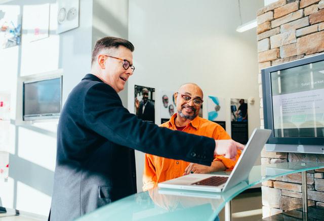 linkedin-sales-solutions-unsplash comunicação aberta entre gestores e vendedores