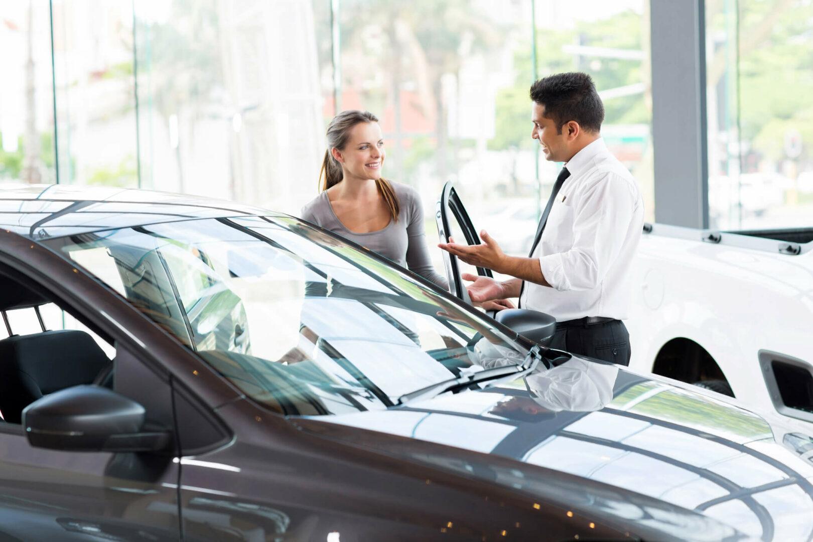 Como a boa relação dos funcionários influencia no sucesso de uma revendedora de carros?